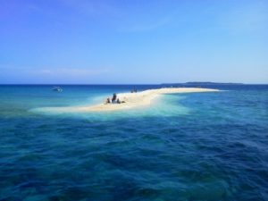 サンゴのかけらで出来たバラス島