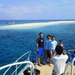 バラス島をバックに記念撮影!