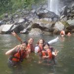 ピナイサーラ滝つぼで水遊び!